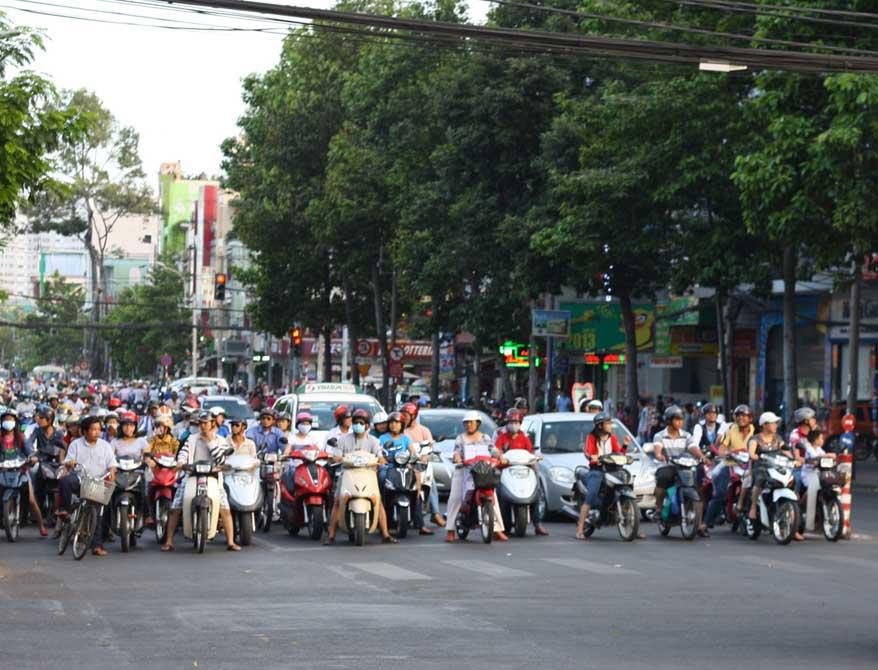 Auf die Plätze... Straße überqueren, eine der gefährlichsten Unternehmungen in Saigon